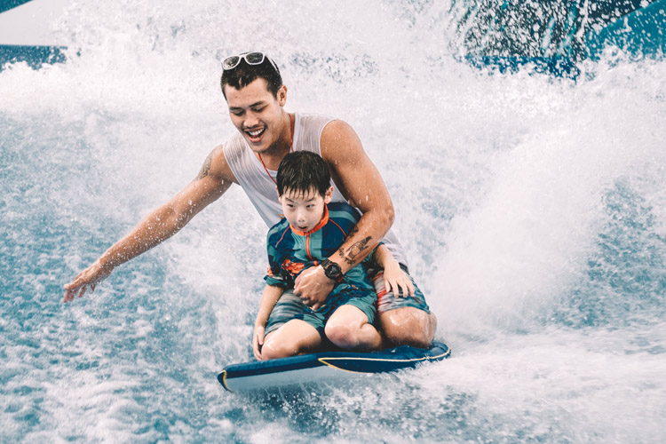 Bodyboarding: parents can play an important role in teaching basic wave riding skills to their children | Photo: Shutterstock