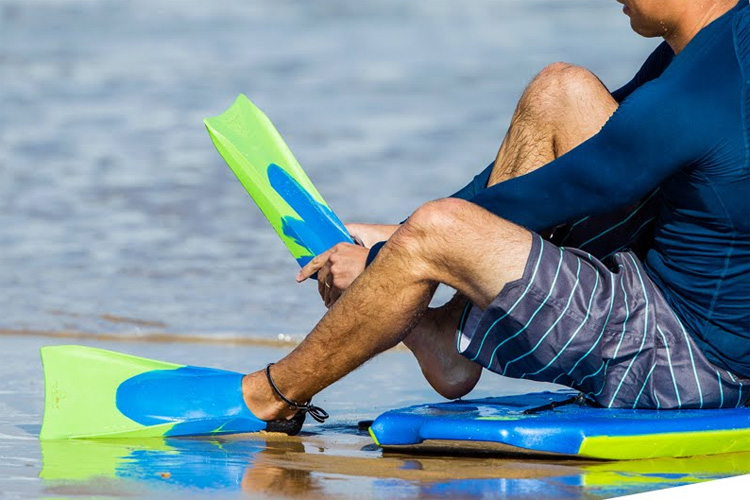 Bodyboarding fins: learn how to put them on correctly | Photo: Decathlon
