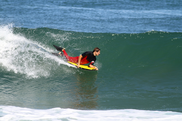 Trimming: the art of gaining speed in bodyboarding | Photo: Shutterstock