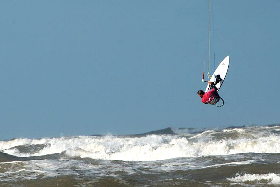 BKSA Wavemasters: flying high over the waves