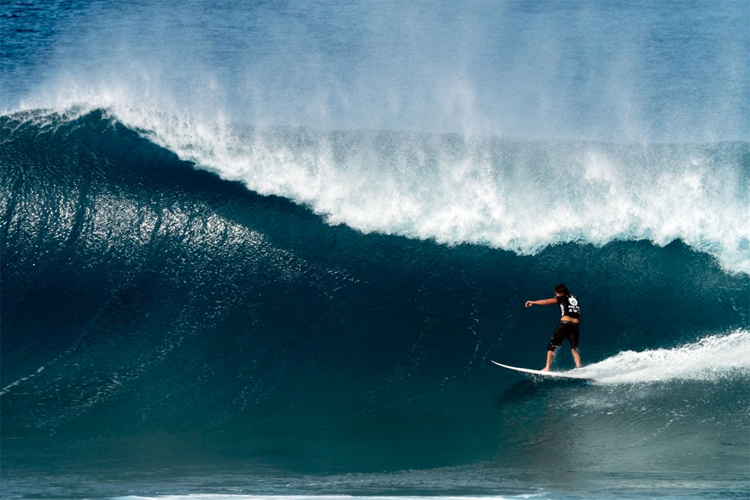 Bruce Irons: studying the exit at Backdoor | Photo: Lugo