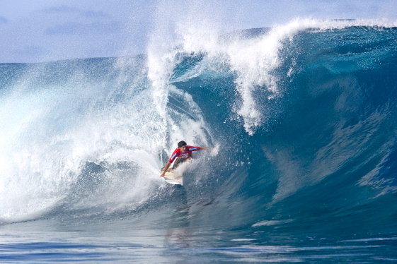 Bruce Irons dominate the Air Tahiti Nui Von Zipper Trials at Teahupoo