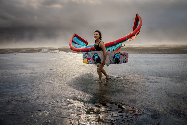 Bruna Kajiya: the world kiteboarding champion was shocked with what she saw at the Theewaterskloof Dam | Photo: Trautman/Red Bull