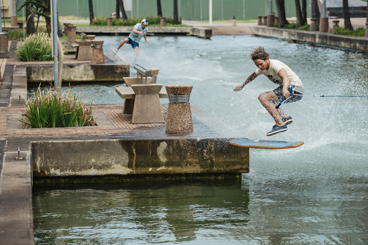 Matti Buys and Brian Grubb: wakeskating in the heart of Durban | Photo: Red Bull