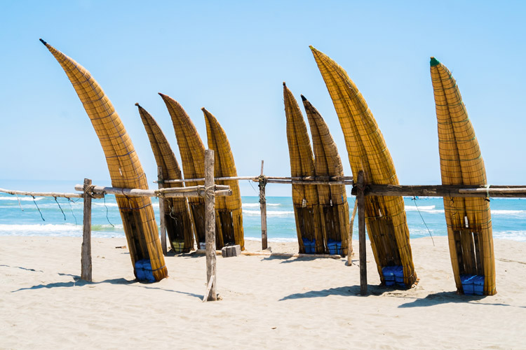 Caballitos de Totora: the 12-foot surf craft can be seen in Huanchaco, Peru | Photo: Shutterstock