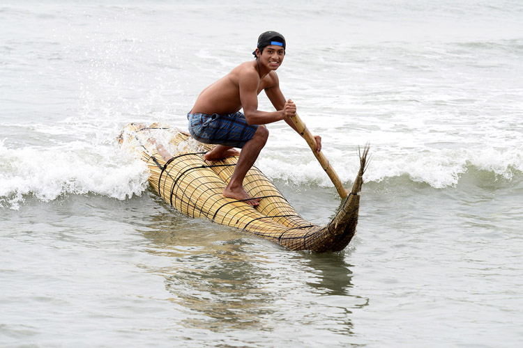 Caballito de Totora: a small reed vessel used bv ancient Peruvian fishermen | Photo: Tweddle/ISA