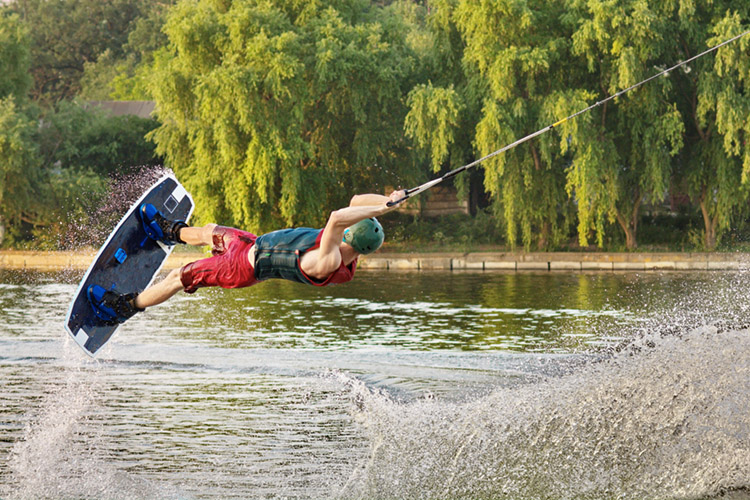 Cable wakeboarding: the new US Park Pro series is open to professional riders | Photo: Shutterstock