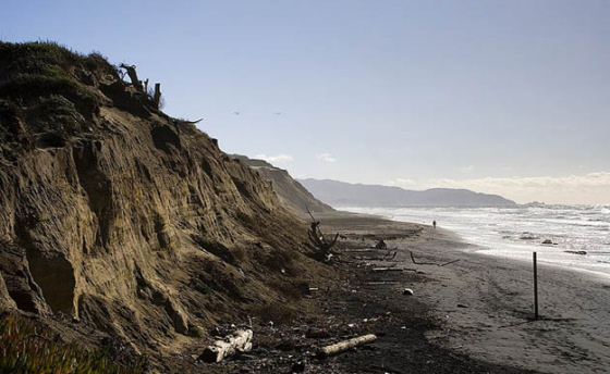 California: forget seawalls, oceans are stronger