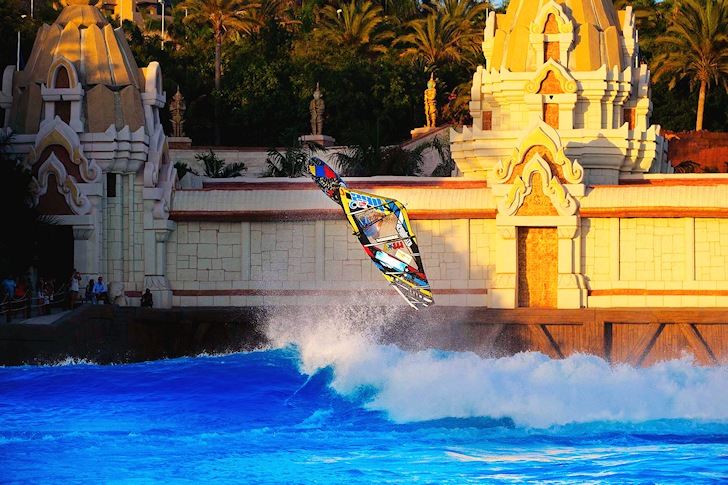 Ricardo Campello: the flying machine at Siam Park | Photo: Carter/PWA World Tour