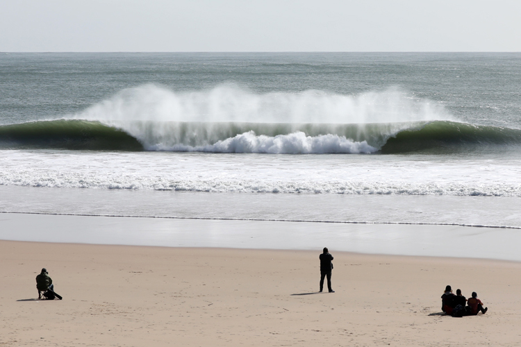 Carcavelos: perfect A-frame barrels | Photo: Perfect Chapter