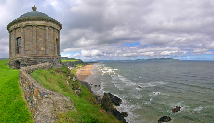 Castlerock: an incredible surf spot dominated by Mussenden Temple | Photo: code poet/Creative Commons