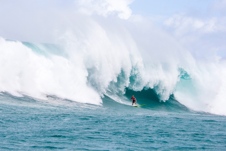 Big wave surfing: riding all your waves to the end might not be a good idea | Photo: Bielmann/WSL