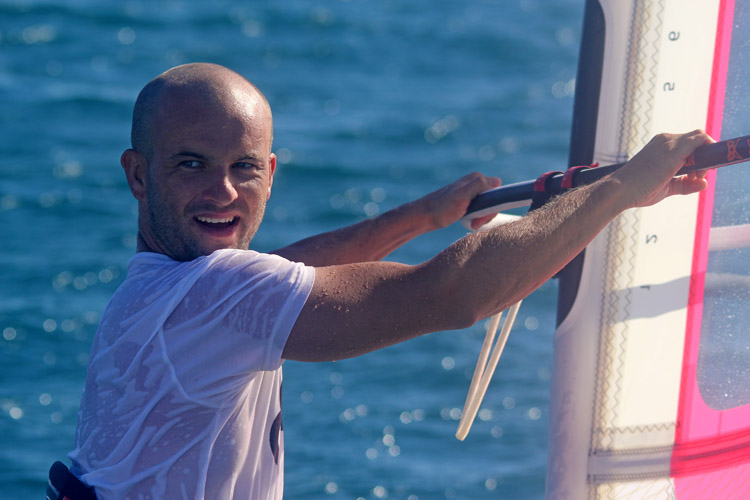 Charles Vandemeulebroucke: smile you're sailing Tahiti on a daily basis