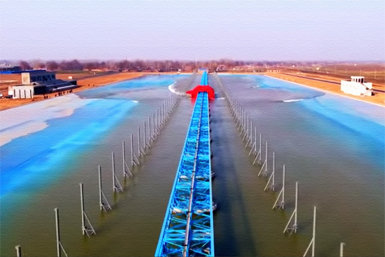 China's first wave pool: built in Anyang, in the Henan province