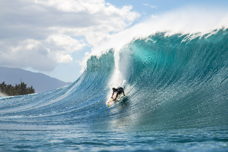 Blue cylinders ignite the 2017 Outerknown Fiji Pro
