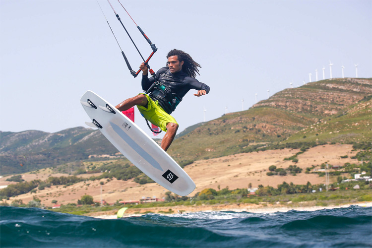 Click Bar: depower and power at the flick of a switch | Photo: North Kiteboarding