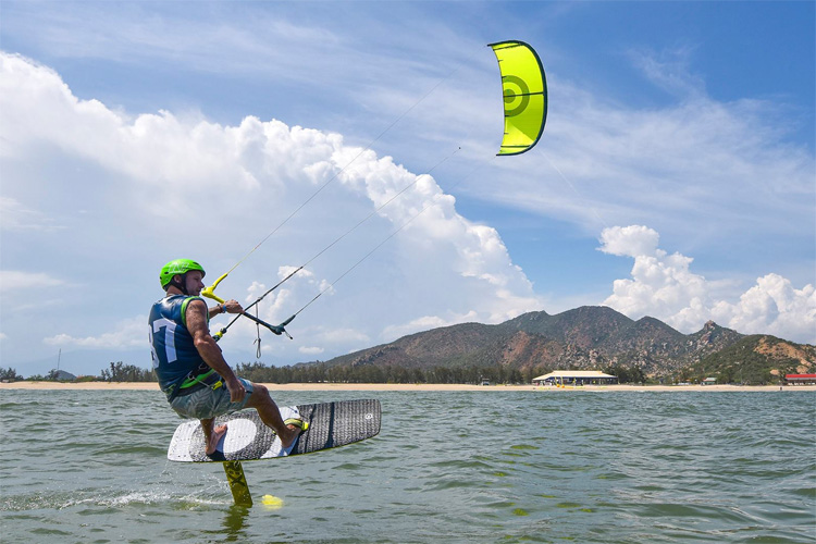 Convertible Kite Racing: the new kiteboarding by NeilPryde