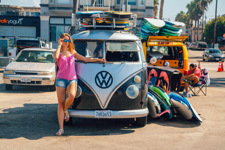 15 cool surf vans for your surf trips