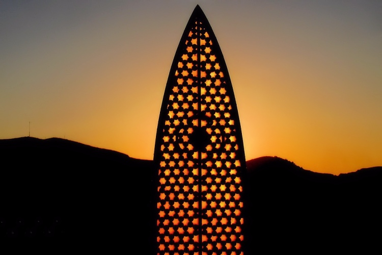 Connecting the Corks: surfboards inspired by honeycombs | Photo: Rich People Things