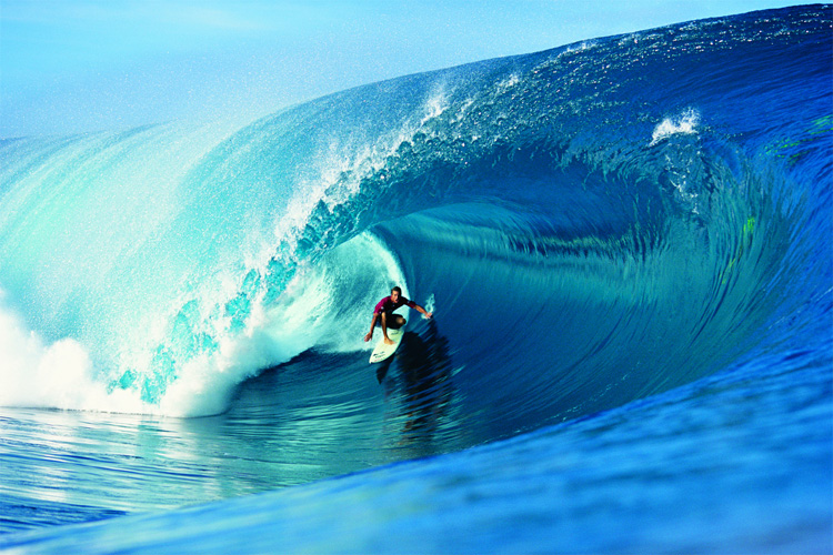 Cory Lopez: barreled at Teahupoo | Photo: Tom Servais