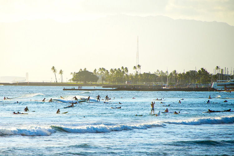 Surfing: improve your wave count in crowded lineups | Photo: Shutterstock