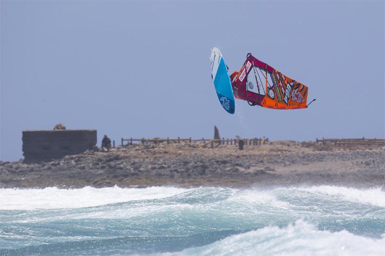 Windsurf News - cover