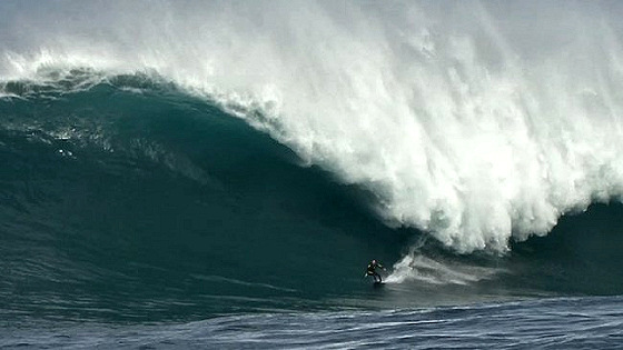Damien Warr: alone with a 12-metre wave