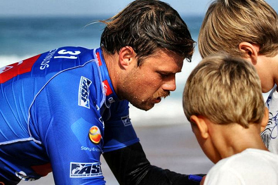 Dane Reynolds: autographs are cool and indie