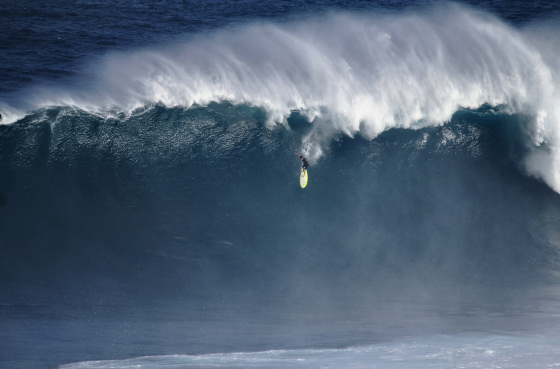 Dave Wassel: surfing big waves and huge lips