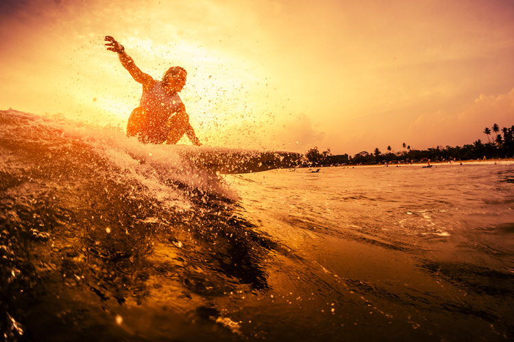 Dawn patrol: enjoy the early morning waves | Photo: Shutterstock