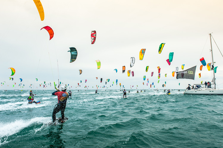 2018 Défi Kite: 320 kiteboarders out in the water | Photo: Défi Kite