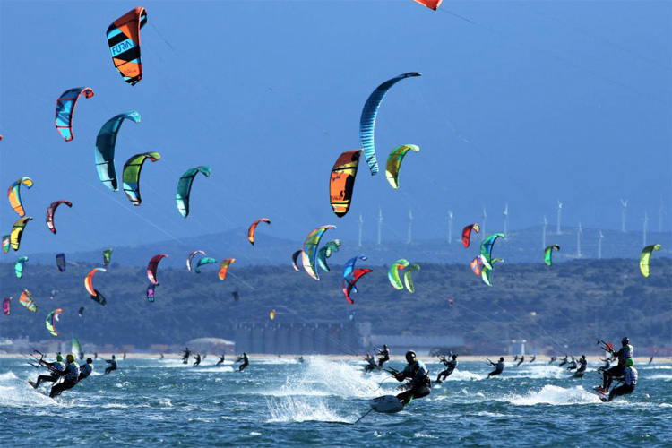 2017 Défi Kite: 255 kiteboarders riding the Tramontane wind | Photo: Souville/Défi Kite