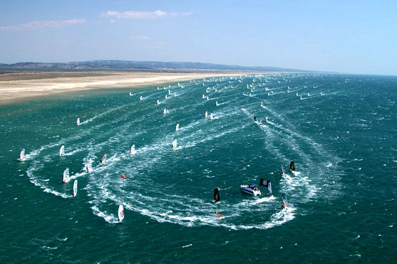Défi Wind: hundreds of windsurfers racing for glory in Gruissan