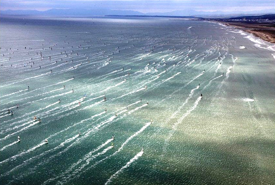 Défi Wind: 1000 windsurfers in the water