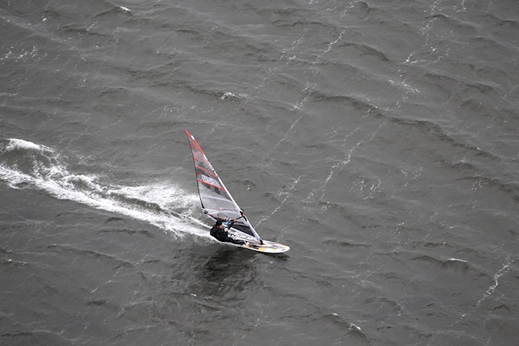 Dennis Klaaijsen: windsurfing 613.8 kilometers for 24 consecutive hours