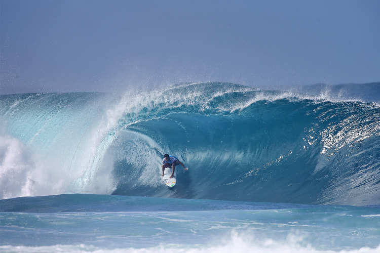 Adriano de Souza: hunting a maiden world title at Pipeline | Photo: Masurel/WSL