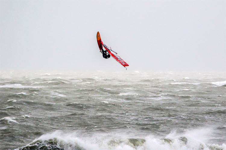 Dieter Van der Eyken: flying high in Domburg, Zeeland | Photo: Danny Bastiaanse