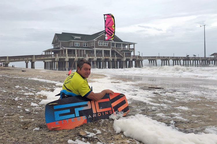 Dimitri Maramenides: ready to kite at Jennette's Pier during Hurricane Florence | Photo: Epic Kites