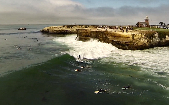 DJI Phantom: aerial surfing is quite remarkable