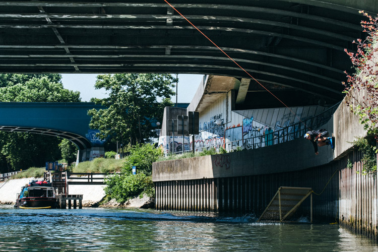 Dominik Hernler: Paris is full of wakeboarding features | Photo: Strauss/Red Bull