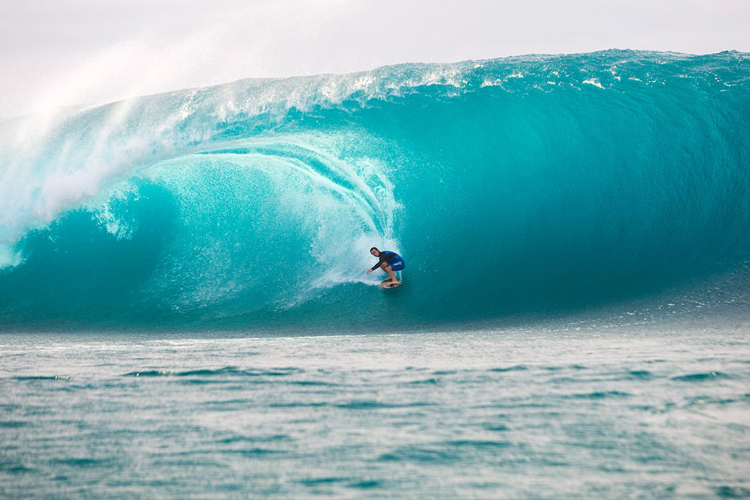 Brad Domke: backside skimming at Teahupoo | Photo: Renato Tinoco/WSL