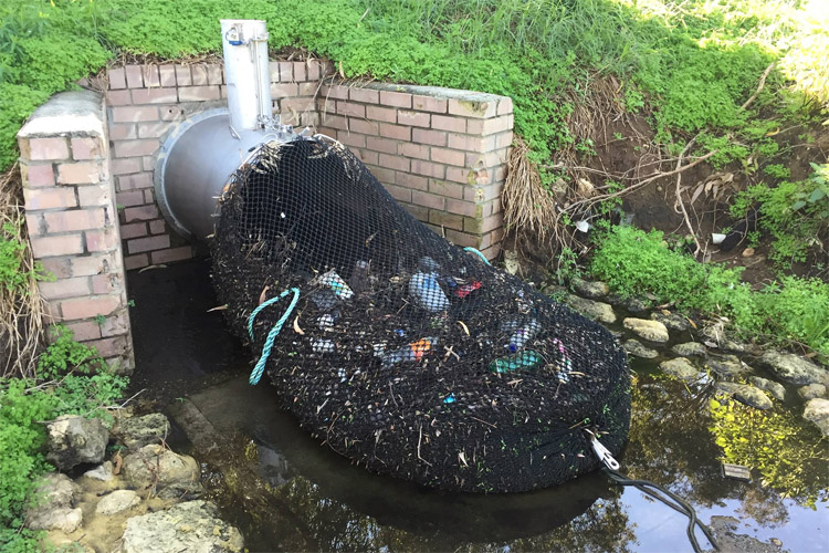 Drainage nets: the city of Kwinana is collecting garbage using a simple method | Photo: City of Kwinana
