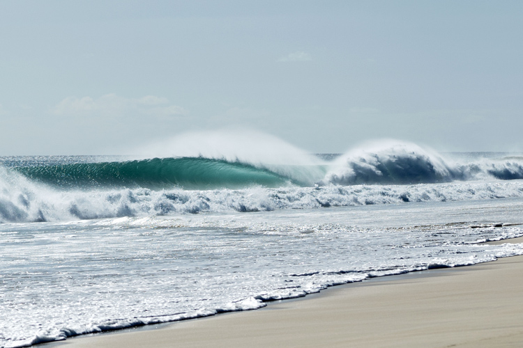 A dream wave: Natxo González found this breach break beauty | Photo: Jon Aspuru