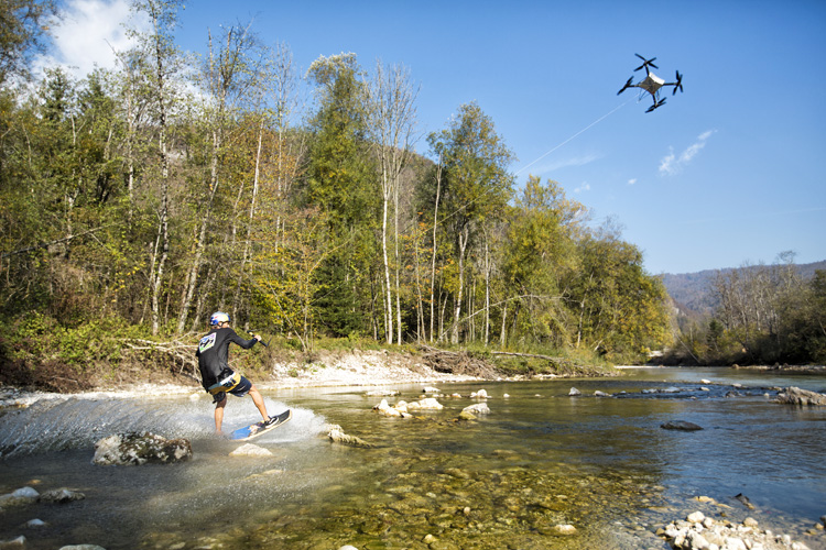 Brian Grubb: he went wakeskating in Slovenia towed by a drone | Photo: Starelation/Red Bull
