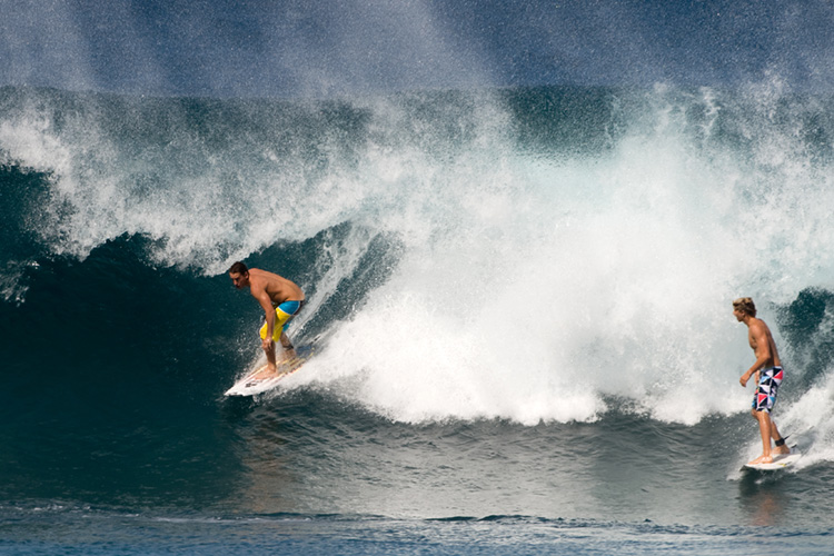 Dropping in: bad surf etiquette generally comes with consequences | Photo: Shutterstock