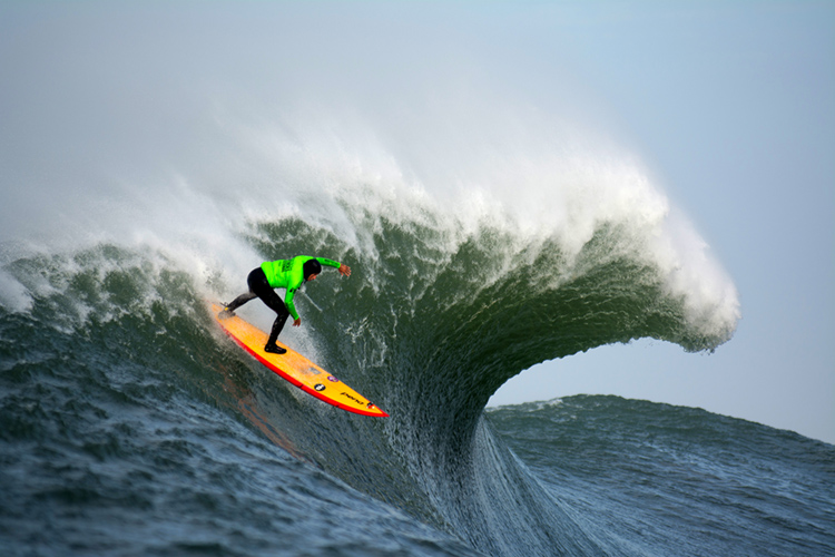 Mavericks: a steep drop into the abyss | Photo: Acton/WSL