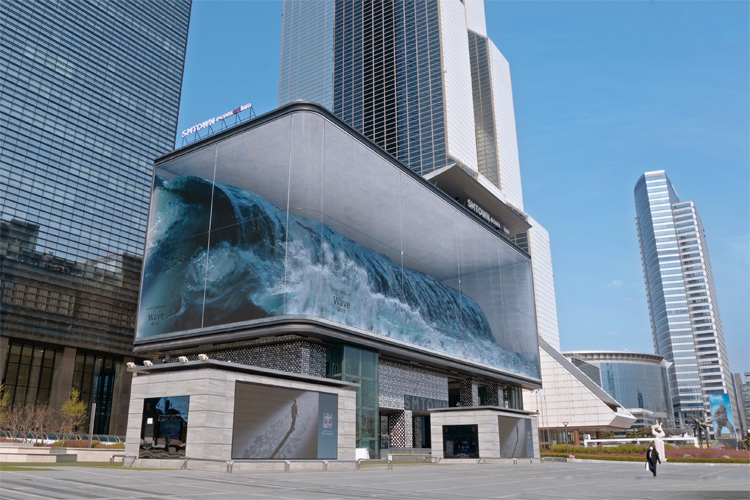 Seoul: there's a 1,600-square meter digital wave breaking in Gangnam District | Photo: d'strict