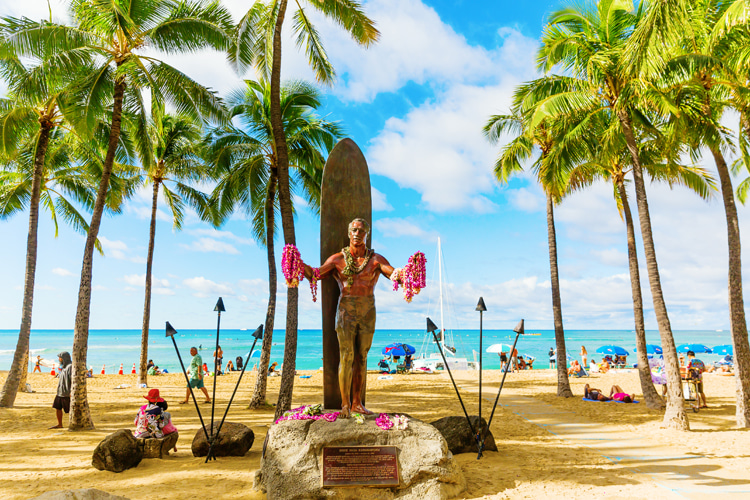 Duke Kahanamoku Statue: Honolulu, Hawaii, USA | Photo: Shutterstock