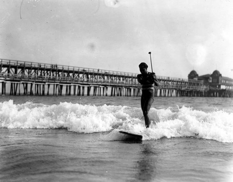 Duke Kahanamoku | Photo: Los Angeles Public Library
