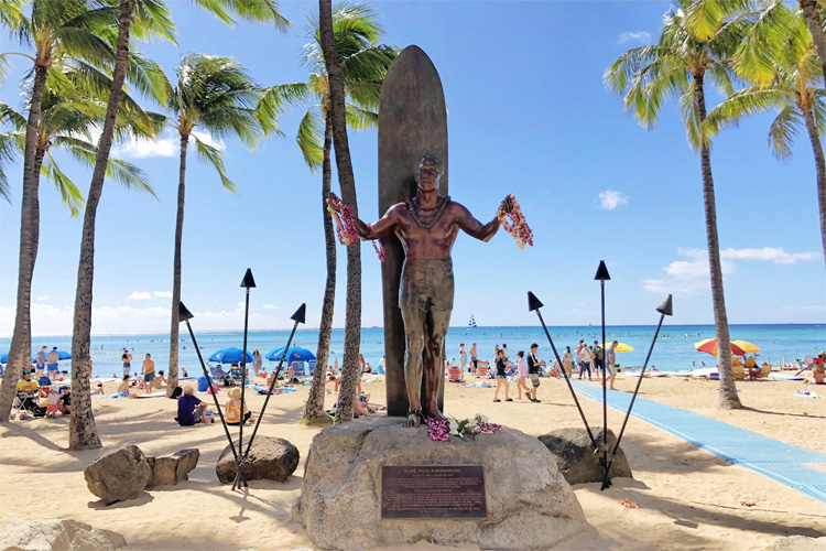 The Duke Paoa Kahanamoku Statue: sculpted by Jan Gordon Fisher and erected in 1990 | Photo: Pata Sudaka Surf Trips
